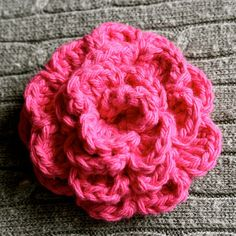 Daisy Cottage Designs: Love this flower. So easy & great for hats, purses or broaches. Made this flower & added to the children's market tote I made from her site too.