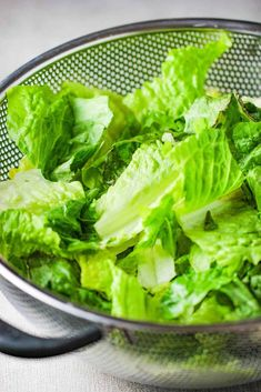 This Classic Caesar Salad is amazing, especially when you make the croutons and Caesar dressing from scratch. Italian Entrees, Italian Appetizers, Italian Dishes, Homemade Italian Dressing, Classic Caesar Salad, Ceasar Salad, Summer Salads With Fruit, Grilled Peaches, Italian Salad