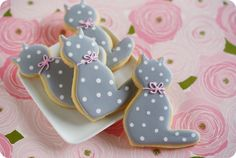 Cute cat cookies (with tutorial) at Bake at 350.