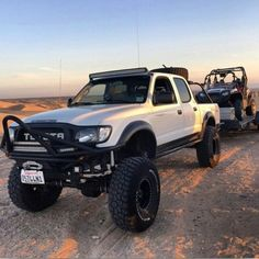 This would be a perfect Rez rig! Toyota Tacoma Off Road, Toyota 4x4, Toyota Trucks, Toyota Cars, Lifted Ford Trucks, Toyota 4runner, Jeep Truck, 4x4 Trucks, Toyota Vehicles