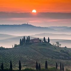 Toscana in tuscany for honeymoon Places To Travel, Places To See, Beautiful World, Beautiful Places, Beautiful Sunset, Emilia Romagna, Under The Tuscan Sun, My Sun And Stars, Tuscany Italy