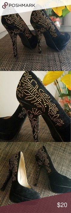 Iliana Black pumps Black suede pumps Has gold beading (some have fallen off, has been worn out only once) iliana Shoes Heels