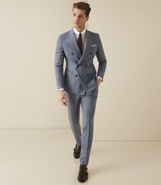 At REISS you will find the best mens fashion clothing. Mens Fashion Blazer, Best Mens Fashion, Suit Fashion, Dinner Wear, Der Gentleman, Look Formal, Designer Suits For Men, Slim Fit Trousers, Suit And Tie