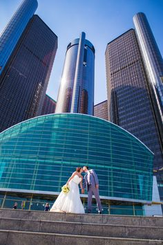 Kissing bride and groom on steps in front of the Detroit Renaissance Center #Michiganwedding #Chicagowedding #MikeStaffProductions #wedding #reception #weddingphotography #weddingdj #weddingvideography #wedding #photos #wedding #pictures #ideas #planning #DJ #photography #bride #groom