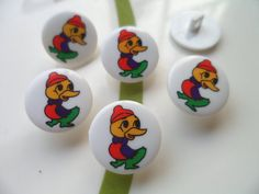 These sweet ducks novelty buttons are ready to enhance your knitting, crocheting, sewing, quilting or craft project.   • Measure approximately 16 mm  • Button is a snap-together with a self shank  • COLOR: Assorted shades, as shown in the picture. • Six pieces