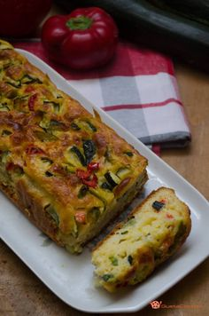 Salted plumcake with zucchini and peppers Vegetable Recipes, Vegetarian Recipes, Cooking Recipes, Strudel, I Love Food, Good Food, Plum Cake, Brunch, Finger Food Appetizers