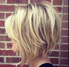 26 Best Women Hairstyle With Short Stacked Bob - Page 16 of 26 26 Meilleures coiffures pour femmes a Medium Hair Styles, Curly Hair Styles, Women Hair Styles, Growing Out Short Hair Styles, Choppy Bob Hairstyles, Teenage Hairstyles, Hairstyle Short, Stacked Bob Haircuts, Cut Hairstyles