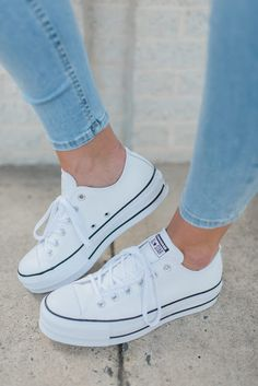 for work Nice shoes for work - Pretty Shoes - women Converse Cuir, Mode Converse, Sneakers Mode, Converse Sneakers, Sneakers Fashion, Fashion Shoes, Converse Fashion, Fashion Dresses, Work Fashion