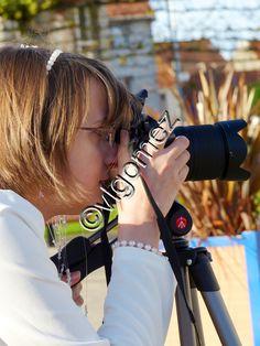 Je suis photographe , même le jour de mon mariage je me suis mise derrière l'appareil photos^^ (ci dessus) sur mon article Barcelona j'ai signé Vicky ^^ j'étais très jeune et j'avais choisi ce diminutif ; mais quand j'expose je le fais sous mon nom de...