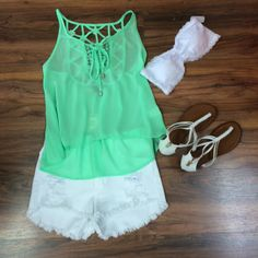 We are loving this green top with the daisy detail in the back! Perfect for hot summer days! #styledbyBreanna