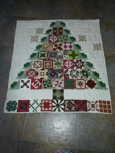 Dear Jane Christmas Tree quilt - what a totally adorable idea!
