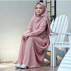 Gmorning Queen 💕 @ayuindriati Gamis yg di pakai kak ayu dari @dmdapparel lohh .. yukk kepoin ig @dmdapparel #ayuindriati #dmdapparel… Abaya Fashion, Muslim Fashion, Fashion Dresses, Beautiful Hijab, Beautiful Dresses, Moslem, Hijab Style Dress, Modele Hijab, Hijabi Girl
