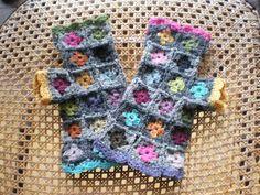 tiny granny square fingerless gloves marcelline2