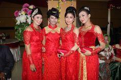 Kebaya from. Makassar Keluarga pallubasa serigala Makassar