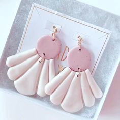 BIANCA- Shell Polymer Clay earrings/ Minimalist Statement Earrings / Gift for her Lightweight Hypo-allergenic/ Gift for bff Fimo Clay, Polymer Clay Projects, Handmade Polymer Clay, Clay Beads, Polymer Clay Jewelry, Handmade Crafts, Diy Clay Earrings, How To Make Earrings, Bff