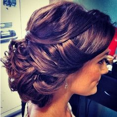 how pretty is this? and its perfect for long hair!pretty updo hairstyle