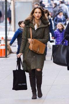 JESSICA A - 01/26/2016 OUT & ABOUT IN SOHO NYC Jessica Alba Style, Khaki Parka, Soho, Madewell, Fall Winter, Nyc, Pumps, Tote Bag, Street