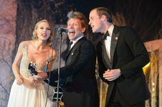 "So....this happened: Taylor Swift, Prince William & Jon Bon Jovi Sang ""Livin' on a Prayer"" together... [VIDEO]"