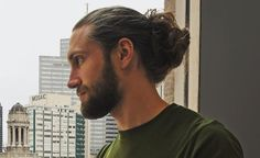 Longer hair for men has become mainstream and with it came the man bun. What is a man bun? Well, it's a cool alternative to the ponytail for pulling long hair up and back. A bun it Man Bun Hairstyles, Popular Mens Hairstyles, Pulled Back Hairstyles, Bun Hairstyles For Long Hair, Beautiful Hairstyles, Man Bun Styles, Beard Styles, Short Hair Cuts, Short Hair Styles