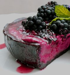Raw Vegan- Oh my heaven blackberry cake.. Get in my mouth!
