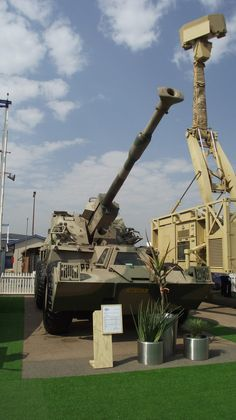 """South Africa Self-Propelled Howitzer-Vehicle - built """"Rhino"""", the African Long Range Brawler The Army Day, Defence Force, Armored Vehicles, Military History, Military Vehicles, South Africa, Around The Worlds, African, Autos"""
