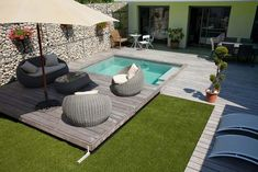 decor - Rigid and functional covers for small pools. Ideas for swimming .Modern decor - Rigid and functional covers for small pools. Ideas for swimming . Small Backyard Pools, Backyard Pool Designs, Small Pools, Swimming Pools Backyard, Swimming Pool Designs, Backyard Patio, Backyard Landscaping, Ideas De Piscina, Mini Piscina
