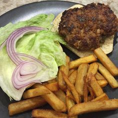 Even if you don't like kimchi, you'll love these burgers! Slow Roasted Ribs, Kimchi Burger, Fermented Cabbage, Spaghetti Sauce, Other Recipes, Original Recipe, Craft Beer, Burgers, Philosophy
