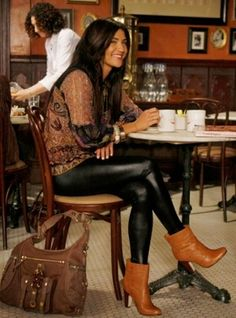 I'm slightly obsessed with Vanessa's fashion on Gossip Girl. Love this outfit!