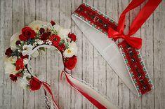 Folklórna svadobná kvetinová parta 21 Birthday, Folk Style, Folk Fashion, 4th Of July Wreath, Ukraine, Christmas Wreaths, Crown, Weddings, Holiday Decor