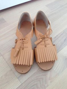 leather sandals from & other storys. GET THEM HERE > http://anywear.dk/product/sandaler/other-stories/l%C3%A6kre-l%C3%A6der-sandaler