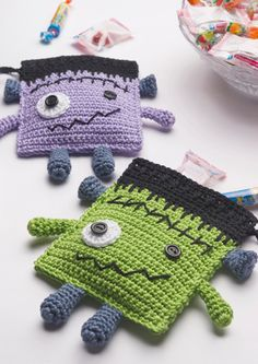 made with Anchor Creativa Designed byEnjoy Halloween with this cute Frankenstein candy pouch! Kawaii Crochet, Cute Crochet, Crochet Crafts, Crochet Toys, Crochet Projects, Crochet Fall, Holiday Crochet, Small Crochet Gifts, Halloween Crochet Patterns