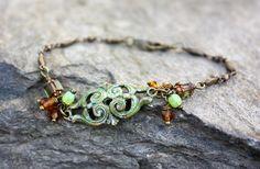 Bracelet gourmette bohème en métal patiné et perles tchèques. #bijouxbohèmes #mode #frenchjewelry #creationartisanale