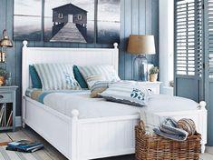 Der Traum vom Strandhaus-Feeling in den eigenen vier Wänden wird wahr. Mit diesen maritimen Accessoires und Möbeln weht eine frische Brise