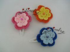 Conjunto de ganchos para cabelo ou tic-tacs, em crochet, com flor