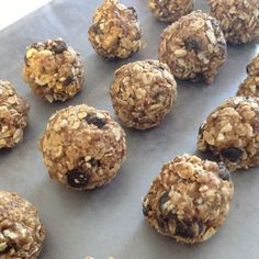 energy bites no bake 1 cup Oatmeal 1/2 cup Chocolate chip 1/2 cup peanut butter 1/2 cup Flax seed 1/3  cup Honey 1 Tbs vanilla