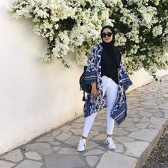 Today's outfit ✨ Kimono from the fabric quality is dope it let's air in and that's definitely something i need in this heat 🔥 hadoudagh hijab Modern Hijab Fashion, Hijab Fashion Inspiration, Muslim Fashion, Modest Fashion, Fashion Outfits, Korean Fashion, Fashion News, Kimono Outfit, Casual Hijab Outfit