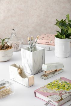 This marble desk set elevates your desk to classic. It includes a pen holder, tape dispenser and stapler to help you keep things together on your workspace. Office Stationery, Stationery Set, Marble Desk, Marble Room, Office Supply Organization, Tape Dispenser, Office Makeover, Marble Print, Desk Set