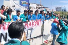 Merasa Kecewa Kantor Pertamina Banda Aceh Digembok Mahasiswa
