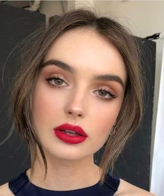 Daytime smoky eye and red lip