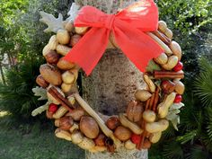 Christmas burlap wreath with nuts and a red bow, Christmas wreath made in Italy, beautiful wall decor, front door Christmas ornament