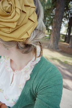 #DIY #Tutorial #Fascinator Large Flower Tutorial - I am thinking this could make an awesome fascinator to wear to Weddings as you can buy whatever fabric you want and match the outfit! YAY!