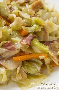Fried Cabbage with Bacon, Onion Garlic- -A very simple fried cabbage dish that is huge on flavor cabbage recipes Side Dish Recipes, Vegetable Recipes, Food Dishes, Main Dishes, Bacon Fried Cabbage, Fried Cabbage Recipes, Kielbasa And Cabbage, Southern Fried Cabbage, Roasted Cabbage