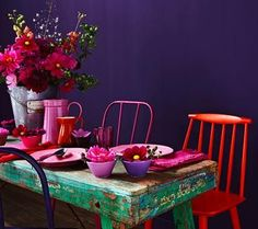 deep purple and vibrant red / colorful table arrangement / flower vase / pink plates and dishware / green or teal table Bohemian Interior, Bohemian Decor, Color Inspiration, Interior Inspiration, Interior Decorating, Interior Design, Home And Deco, Cool Ideas, Interior Exterior