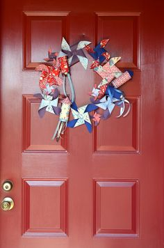 Festive Front Door: Rocket and Pinwheel Wreath for the Fourth of July >>