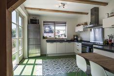 Ruime keuken Decor, Furniture, House, Kitchen Cabinets, Cabinet, Table, Home Decor, Kitchen