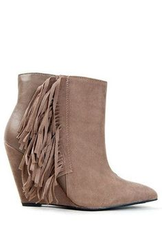 short fringe boots. ugg Cyber Monday View More: www.yi5.org