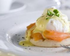 Our cannabis-infused take on this classic breakfast dish includes easy poached eggs, delectable smoked salmon, and heavenly cannabis-Hollandaise sauce. Sauce Hollandaise, Easy Poached Eggs, Egg Recipes, Healthy Recipes, Easter Recipes, Salmon Recipes, Eggs Benedict Recipe, Egg Benedict, Yummy Food
