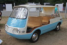 El Fiat 600 ( italiano : Seicento , pronunciado  [ˌsɛitʃɛnto] ) es un vehículo urbano producido por el fabricante italiano Fiat desde 1955 hasta 1969. Mide solamente 3.22 m (10 pies 7 pulgadas) de largo, que fue el primer motor trasero de Fiat