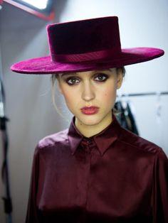 Tabea Weyrauch backstage at Zoe Jordan Fall 2012 Fancy Hats, Cool Hats, Turbans, Estilo Cowgirl, Race Wear, Types Of Hats, Wearing A Hat, Love Hat, Spanish Style