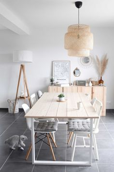 Déco style scandinave & industriel - Home ideas and Decor, Apartment Dining, Wood Dining Room, Industrial Style, Dinner Room, Home Deco, Deco Salon, Interior Design Living Room, Industrial Style Decor